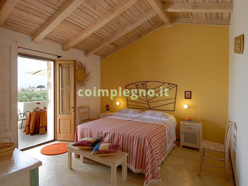 tetto in legno lamellare stile masseria, con tegole Lecce Racale Puglia Salento