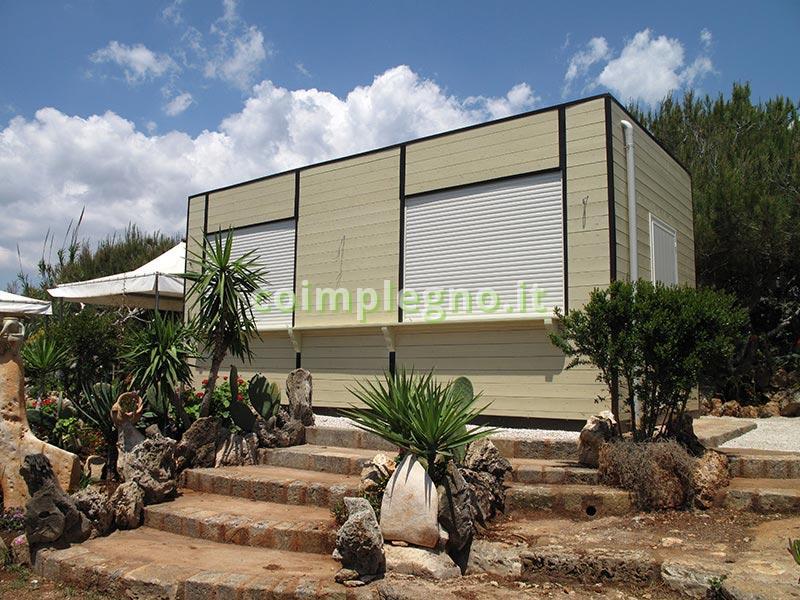 progettazione, realizzazione e installazione di chiosco in legno uso bar o pasticceria